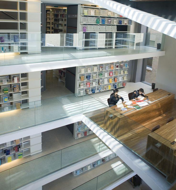 """La Biblioteca """"Beato Pio IX"""" della Pontificia Università Lateranense, situata in Piazza San Giovanni in Laterano, 4."""