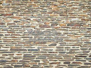 ruw gemetselde stenen muur