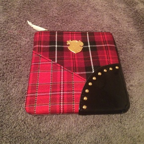 Mac small cosmetic bag Mac plaid and patent leather small cosmetic bag. Never used! New condition! MAC Cosmetics Bags Cosmetic Bags & Cases