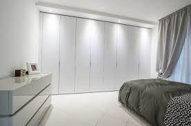 17 migliori idee su design camera da letto piccola su for Camera da letto matrimoniale molto piccola