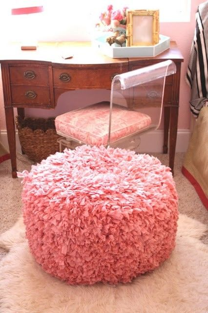 How does one make such a thing?  Rag rug poof/ottoman.  How to hack?