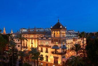 L'Hôtel Alfonso XIII est l'établissement le plus emblématique de Séville. Entièrement rénové, il se situe dans le quartier historique de Santa Cruz en plein centre-ville
