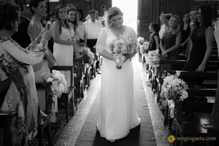 """""""...você pra mim é tudo minha terra, meu céu, meu mar..."""" #weddingphotojournalism #wedding #noiva #novia #bride #fotografiacasamentosp #weddingdress #weddingphotojournalism #buque #entradanoiva #capelanossasenhoradamisericordia #brprofessionalphotographers"""