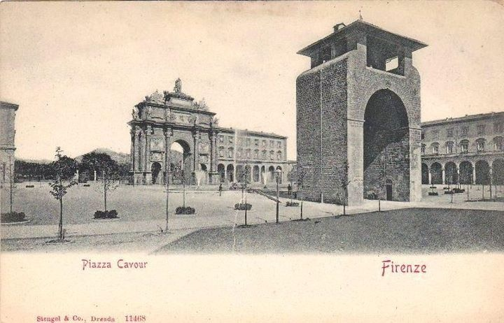 1900: Piazza della Libertà, with Arco di Trionfo and what remained of Porta San Gallo, the old north gate of Firenze in the middle age.