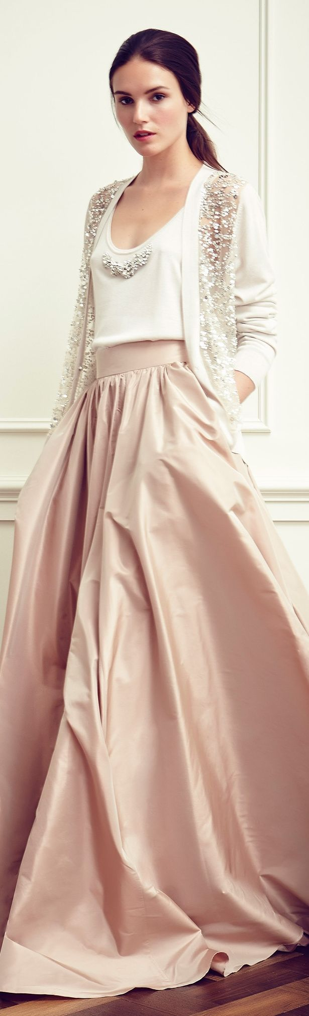 Jenny Packham Resort 2015. Love the casual patterns in combination with the elegant fabrics. A very simple look - for tweens as well!