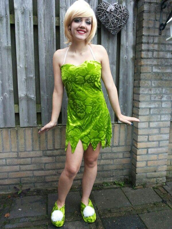 Tinkerbell dress and shoes. Tinkerbell costume. Zelf gemaakte tinkerbell jurk en schoentjes.