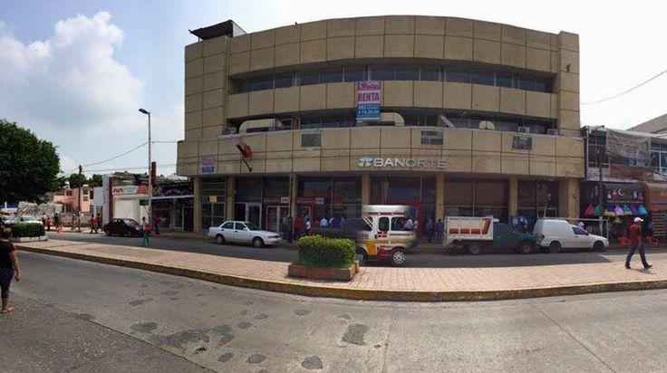 #renta de #locales comerciales en zona centro de #villahermosa. 350 mts cuadrados cada uno, vigilancia, circuito cerrado y alarma en área común, 3 cajones de estacionamiento por nivel, recepción y transformador propio. El costo es de $35,000.00 + IVA (incluye mantenimiento y agua). #tabasco #vhsa  OI-30/05-7:51