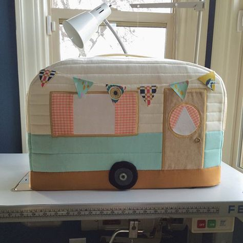 Quilting Land: Vintage Caravan Sewing Machine Cover