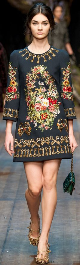 Dolce & Gabbana Fall 2014. I don't know why ... But I like this.... Love the shoes !!!!!