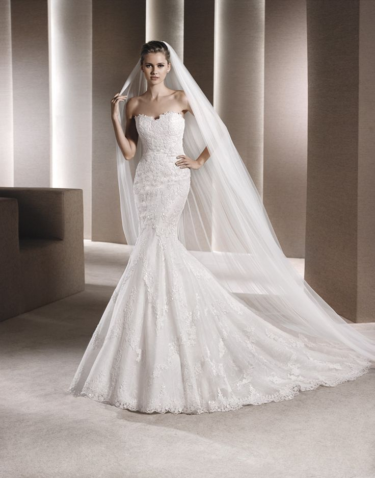 This popular lace fitted wedding dress has an amazing fit to compliment any figure. Truly Beautiful! Get it @ House of Silk Bridal Boutique - Cape Town