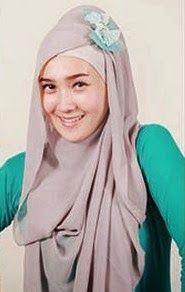 Untuk tampil stylish dengan pakaian muslimah, remaja perlu terus update gaya hijab modern. Hal ini dilakukan agar penampilan seorang remaja terlihat padu, santun, dan memesona. Dengan pilihan busana muslim yang cantik dan paduan hijab yang sesuai dengan bentuk wajah dan usia akan membuat penampilan Anda semakin cetar membahana.