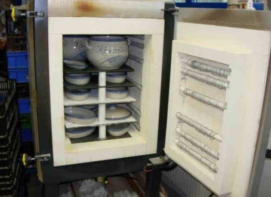 Im Jahr 1962 entschloss sich Töpfermeister Gottfried Rennertz, den alten Kasseler Ofen abzureißen. Der Absatz der im Salzbrandverfahren gefertigten Einmachtöpfe war zusammengebrochen, da die Vorratswirtschaft im Haushalt sich völlig verändert hatte. An Stelle des Salzofens wurden mehrere kleine Elektroöfen angeschafft.