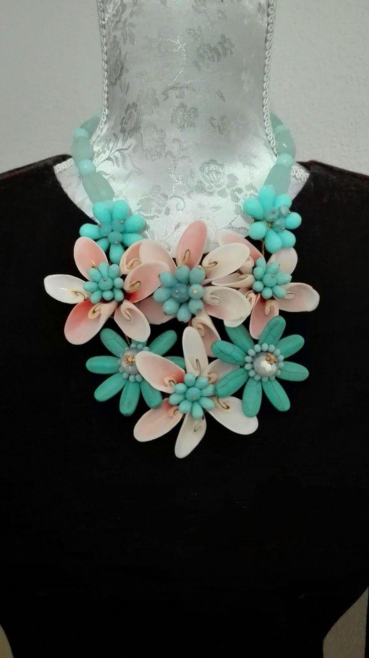 Náhrdelník+Exkluzívny+kombinovaný+náhrdelník+z+prírodných+kameňov+klasické+zapínanie+Farba:+tyrkysová/lososová+Použitie:+náhrdelník/aplikácia+na+šaty,+top+alebo+tuniku+Cena+je+uvedená+za+1+kus
