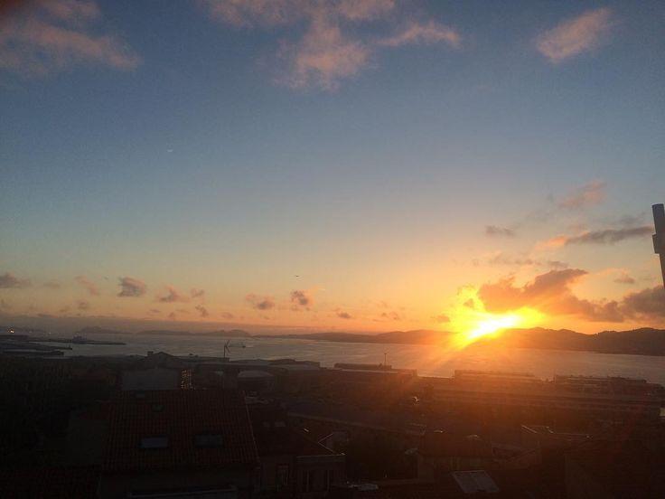 Atardecer en Vigo ahora mismo #sunset  #sun #pretty #beautiful #red #orange #pink #sky #skyporn #cloudporn #nature #clouds #horizon #instagood #gorgeous #warm #view #night  #silhouette #instasky #all_sunsets #now #vigo #nofilter