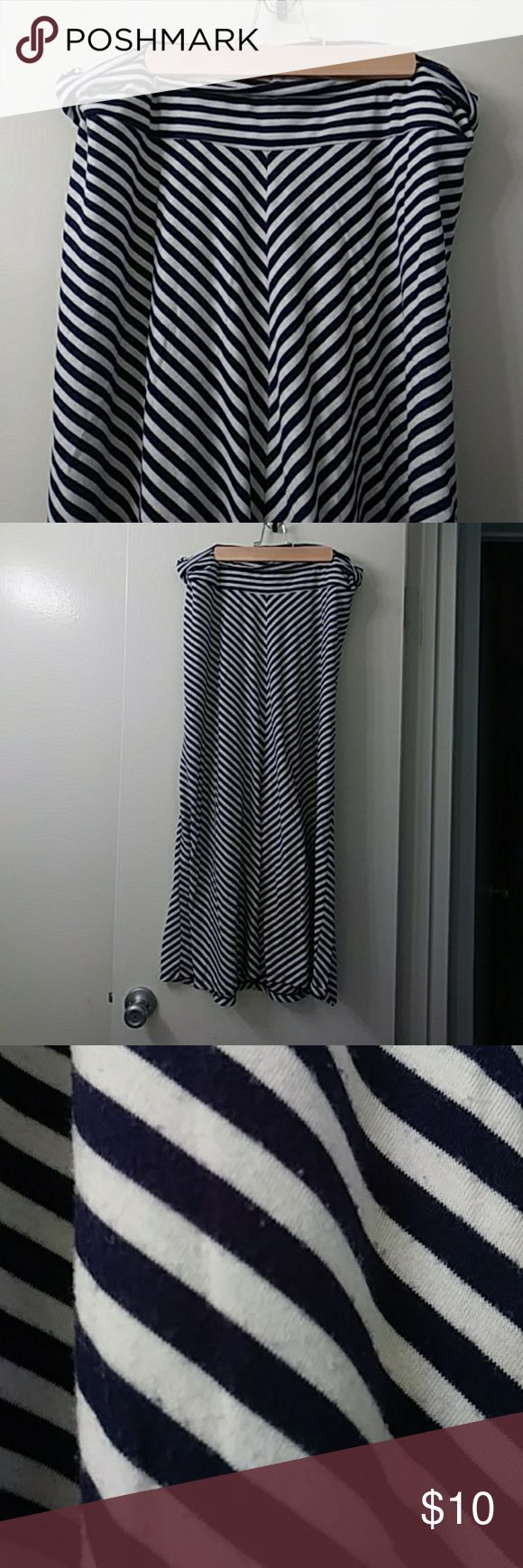 Maternity maxi skirt chevron navy and white soft! Old navy maternity skirt. Super soft. Shows minor wear as seen in second picture. Chevron is flattering (you know as far as maternity clothes go) stripes look black in photo but are dark navy. Old Navy Skirts Maxi
