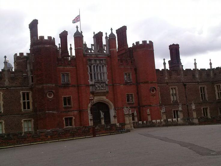 VIII. Henrik palotája