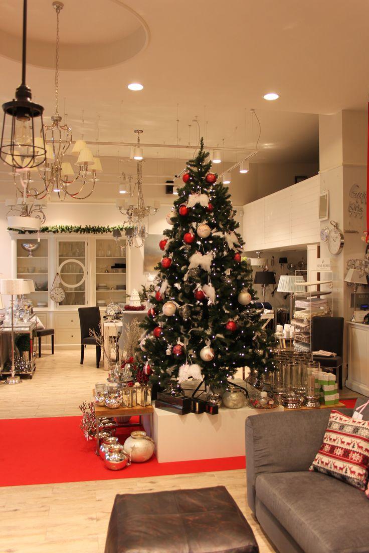 Szykowna choinka w Sweet Living #bombki #dodatki #dekoracje #święta #drzewko #sweetliving #wystrójwnętrz