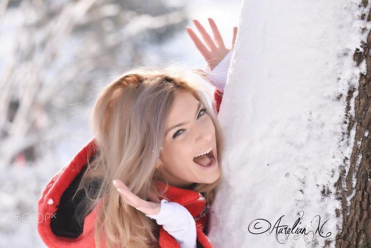 "Happy in the park - Blonde girl that looks happy near a tree with snow!  Folow me on : <a href=""www.facebook.com/naurelianphoto"">Facebook</a> | <a href=""www.instagram.com/aurassh"">Instagram</a>  contact@aurelianphoto.com"