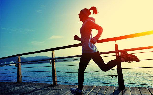 Basta pochissimo sforzo per ottenere risultati grandiosi e cambiare in meglio la propria vita: ecco i trucchi per correre senza stancarsi eccessivamente.