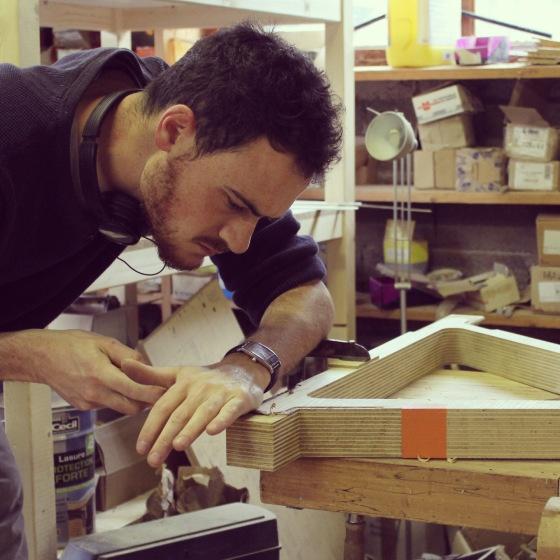 rencontre thibaut malet design avec plein de copeaux de bois dedans - Copeaux De Bois Colors