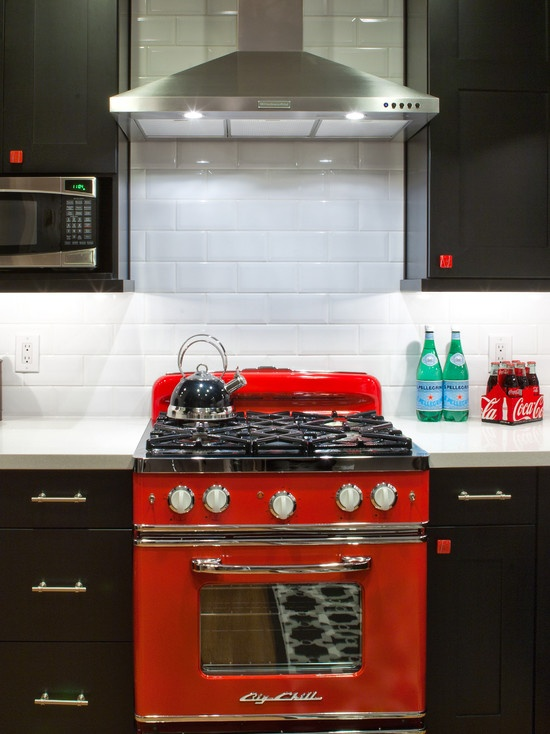 One day I will have a red oven to match my red kitchen aid. Many a cake will be baked :)