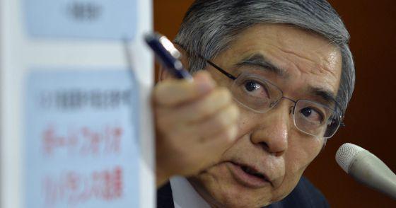 Japón lanza su revolución monetaria El gobernador Kuroda hace suya la estrategia de Bernanke con inyecciones masivas de liquidez Duplica el balance del banco central para situarlo en el equivalente al 55% del PIB en 2014      Desenfreno monetario