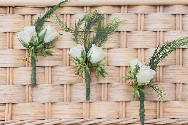 CBB231 wedding riviera Maya white mini roses boutonnière