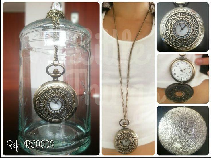 Relicario-Reloj estilo barroco con hermoso grabado en el reverso.  Siempre llegarás a tiempo y complementarás perfectamente tu look!   Llévalo por $35 Mil #LTaccesorios (Recuerda que el envío de este producto a Bogotá es gratis)