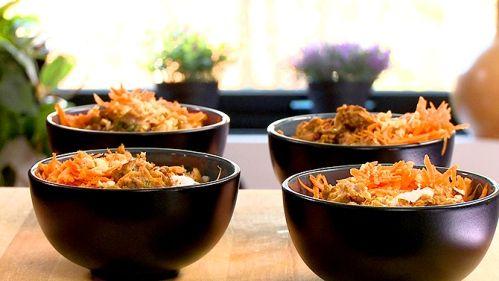 """Porc vietnamien - Ahhhh! Que c'était bon! Nous avions un invité le soir où j'ai réalisé ce plat et il était en extase lui aussi. Mon copain et moi avons l'habitude de manger dans un excellent restaurant vietnamien et lorsqu'il a goûté à mon plat, il s'est exclamé: """"c'est vraiment bon, ça goûte comme Chez Lien"""" Wow! Quel compliment pour une chef amateur! Définitivement à refaire et souvent! ;-)"""