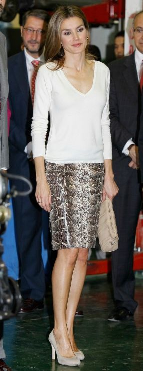 Doña Letizia attends an event at the Juan de Herrera school in Valladolid (Oct 2012) wearing the same snake print pencil skirt from Uterqüe.