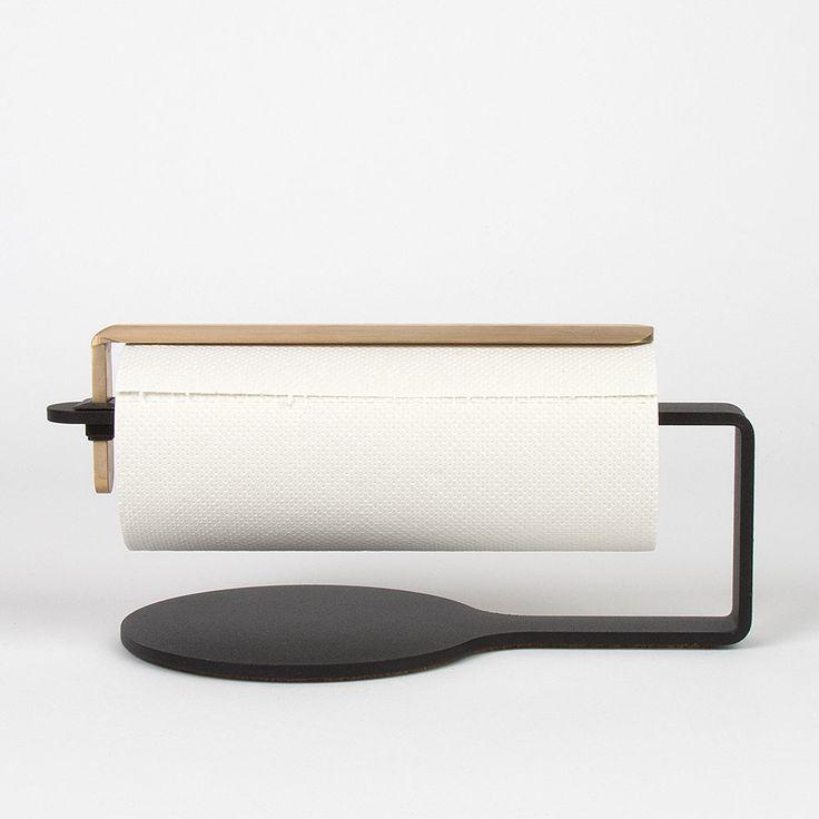Curve+Kjøkkenpapirholder,+Sort/Messing,+Scandinavian+Design+Factory