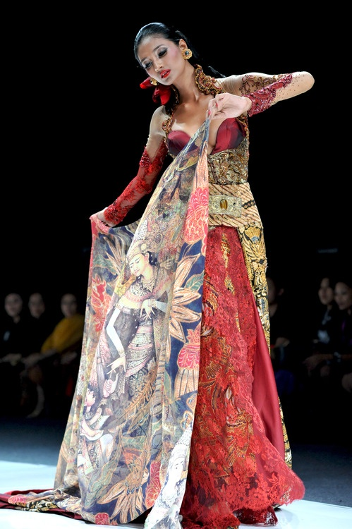 MOLTO presents ANNE AVANTIE | JAKARTA FASHION WEEK 2013