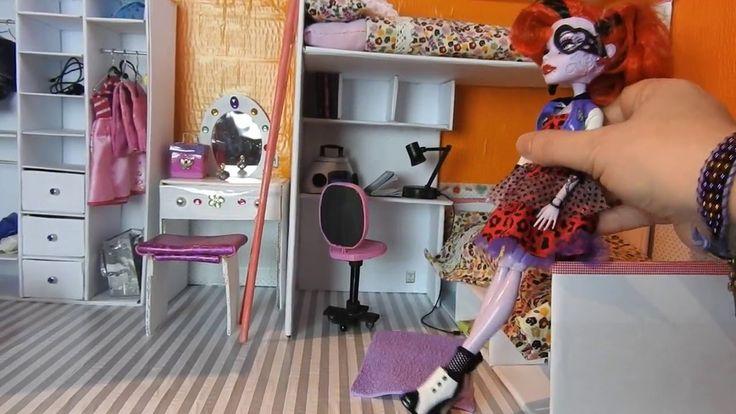 Dormitorio casa Monster High, Barbie, EAH, con materiales reciclados
