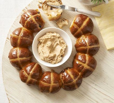 Hot cross bun ring with spiced honey butter. Make these cinnamon-spiced fruit buns into a pretty centrepiece for your Easter table, and serve with a sweet butter