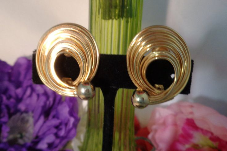 15% off 40617 Kramer Swirl Earrings w/a Goldtone Bead - Clip Ons We have the Matching Brooch in Two Sizes. Fabulous Set to Own Free Shipping to the United States.