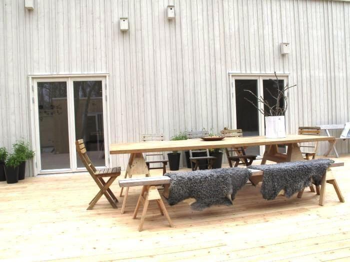 DIY Modern Outdoor Table