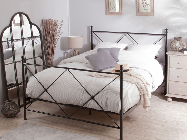 les 25 meilleures id es de la cat gorie lit deux personnes. Black Bedroom Furniture Sets. Home Design Ideas