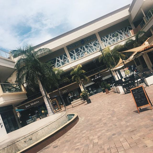 Hit up the mall on vaca, Beautiful weather is a perfect excuse to shop ☺️🌴 #aruba