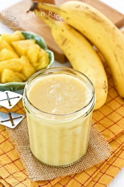 Start your day with this delicious Pineapple Banana Smoothie. It's a glass of tropical sunshine with a slight and refreshing tanginess. | Food to gladden the heart at RotiNRice.com