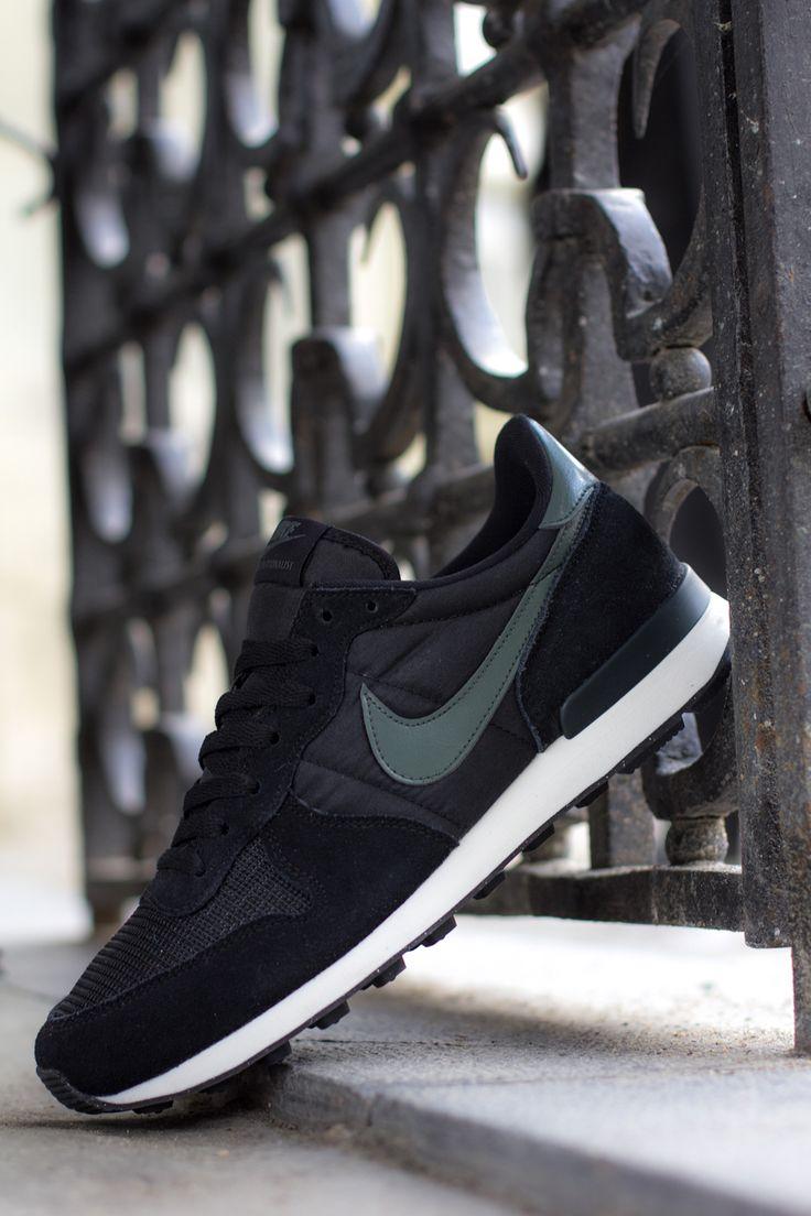 "Nike Air Internationalist ""Dark Mica Green"""