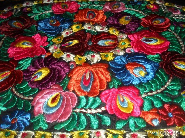 Antik Hímzett Virágos LUXUS terítő-alátét