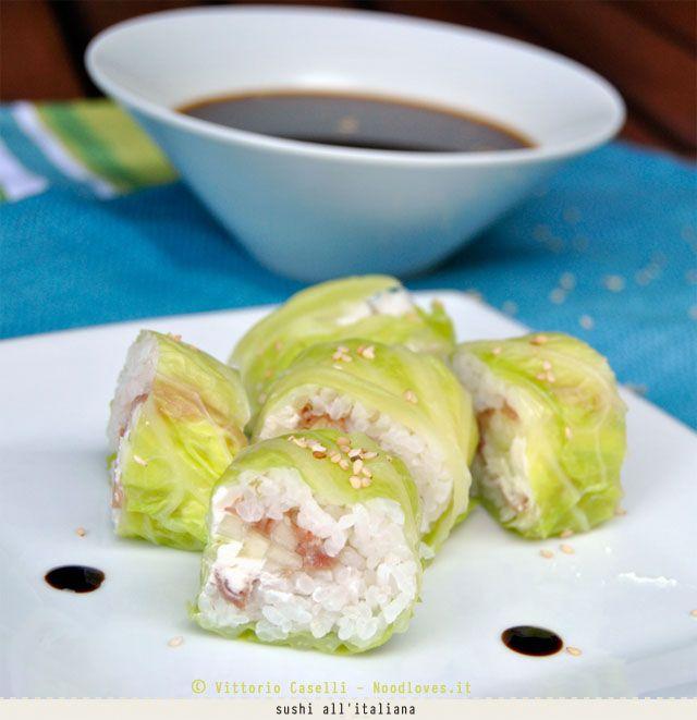 Il sushi all'italiana! Un viaggio in Giappone, andata e ritorno. La ricetta la trovate su http://noodloves.it/sushi-versione-italiana/