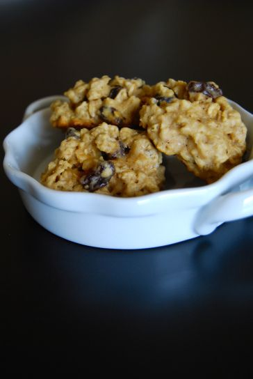 healthy oatmeal raisin cookies (dairy free)