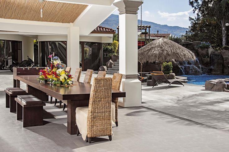 Tout le style des Caraïbes dans une #villa à couper le souffle! #CostaRica#luxuryhome #luxuryvilla #Lifeisgood #Luxury #Dreamhome #Residence #Instagood #Success #Instadesign #Exclusive #Inspiration #luxurylifestyle #realestate #millionaire #design  #magnifique #été #pool #piscine #Caraibe #caribbeanstyle #style