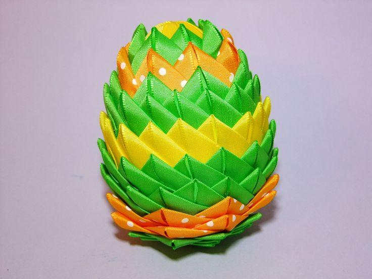 Střapaté velikonoce Letos jsem nejen pro koledníky opět připravila polystyrenová patchworková vajíčka. Vhodná jako dekorace na okno, stůl, k zavěšení na dveře (stačí uvést v objednávce, připevním k vajíčku očko na zavěšení) či jako koleda pro koledníky. Velikost vajíčka 10 cm. Inspirací pro vznik tohoto výrobku byla akce klubu Šikovné severočešky a přátelé s ...