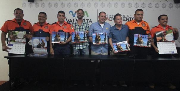 """Presenta Protección Civil y Bomberos calendario """"Héroes 2016"""""""