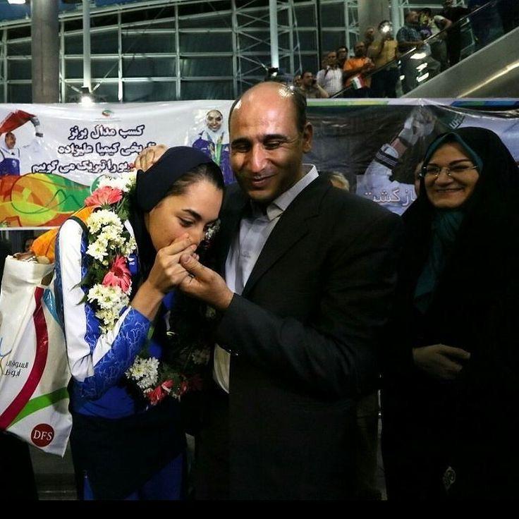@Regrann from @vtofighi2 -  Iran: Countrys first female Olympic medal winner given heros welcome in Tehran photo by #Mehdiebrahimi #Iran: Countrys first #female #Olympic medal #winner given #heros #welcome in #Tehran. Iran's #KimiaAlizadeh #bronze #medal #taekwondo #winner arrives at Tehran International airport Iran بازگشت تیم ملی تکواندو از المپیک برزیل ایرنا-تهران- تیم ملی تکواندو کشورمان در المپیک 2016 ریو بامداد جمعه در میان استقبال مردم به کشور بازگشت. شهريور 1395 8:24 عکس: مهدی…