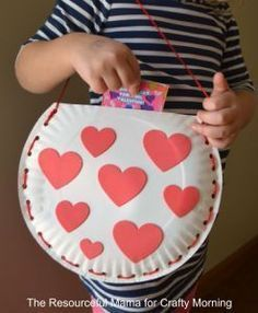Paper Plate Valentine Bag Craft for Kids. Cute Valentine bag pouch.