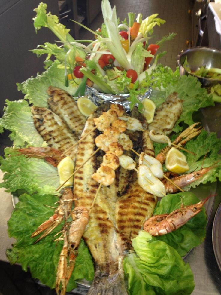 Grigliata mista di pesce di fresco dell'Adriatico