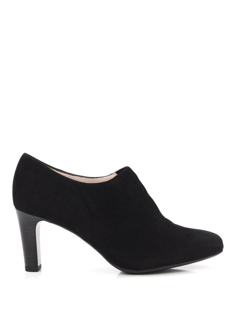 Peter Kaiser Hanara is an ankle cut shoe almost verging on a boot. Using an elastic closure on the front of each pair, this shoe offers plenty of support and is very versatile offering day to night wear.
